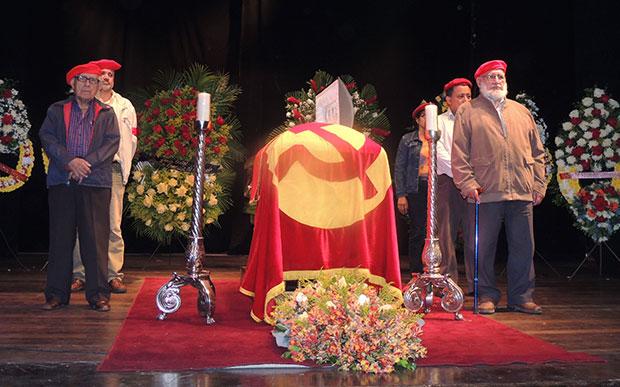 En el teatro Cantaclaro, sede del PCV se rinde homanaje al camarada inolvidable.